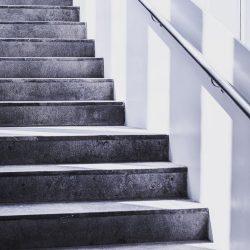 Welke voordelen brengt traprenovatie met zich mee?