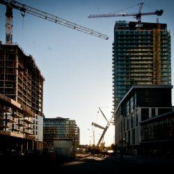 Wat zijn de verschillen tussen een uitbouw en een erker?